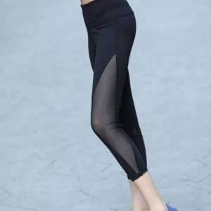 กางเกงออกกำลัง สี่ส่วนขาซีทรูด้านข้าง สีดำ