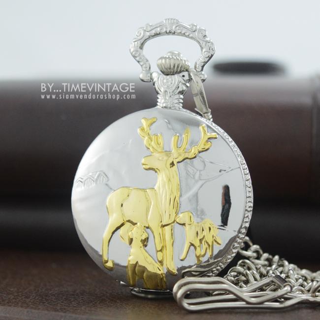 นาฬิกาพกทรงกลมตลับ ดีไซต์ Hunting Dear Fam ตัวเรือนสีเงินเงา แก้ม สีทอง ระบบถ่านควอทซ์ญี่ปุ่น