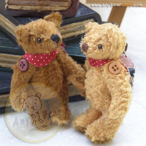 ตุ๊กตาหมีผ้าขนสีน้ำตาล ขนาด 8.5 cm. - Getty