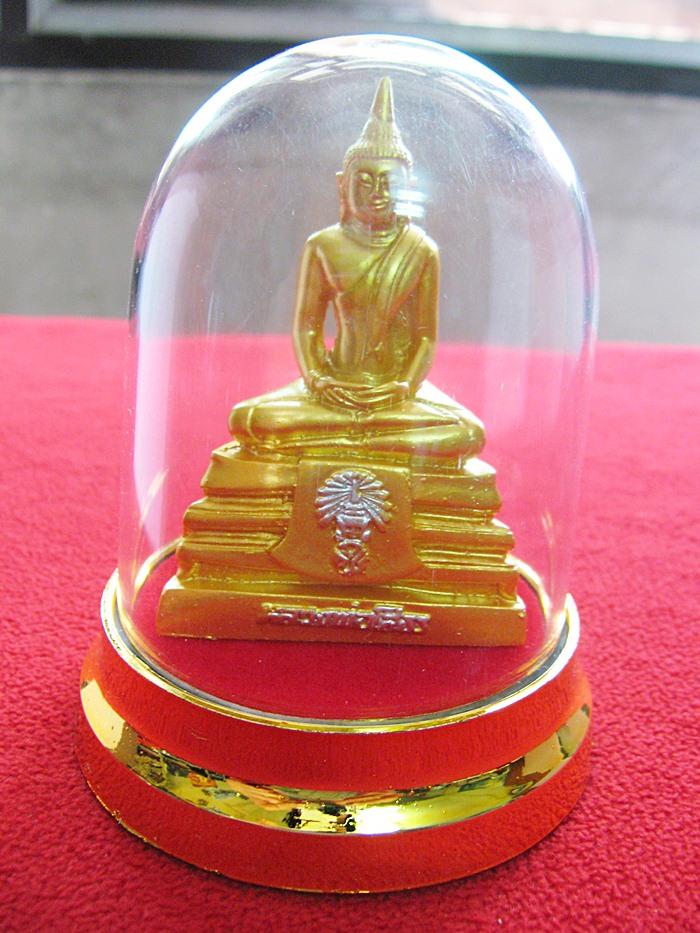 สินค้าหมดค่ะ พระบูชาองค์หลวงพ่อโสธรสีทอง ครอบแก้วใสค่ะ