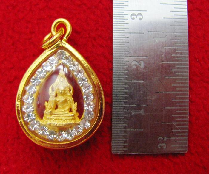 จี้พระพุทธชินราชองค์เล็กเนื้อทองพ่นทรายล้อมเพชรเลี่ยมทองไมครอนพร้อมใบคาถาค่ะ