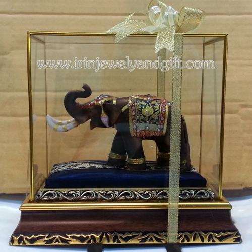 ช้างมงคลพร้อมตู้กระจก06