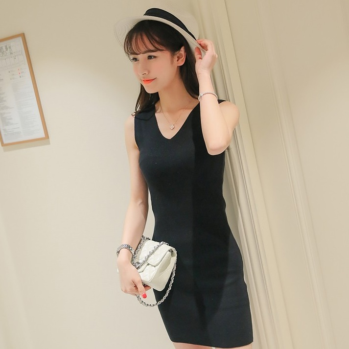 [Preorder] เดรสแฟชั่นเข้ารูปคอวี สีดำ (ไซส์ S M L) 2016 Summer Sexy Women Korean Slim V-neck sleeveless vest, skirt package hip solid color knit black dress