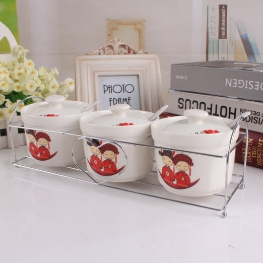 [Preorder] เซ็ทเครื่องปรุงแบบ 3 ชิ้น ลายคู่แต่งงานจีน (พร้อมช้อนและชั้นวาง) Kitchen ceramic spice jar seasoning creative suite Spice Box sent spoon sauce pot racks base