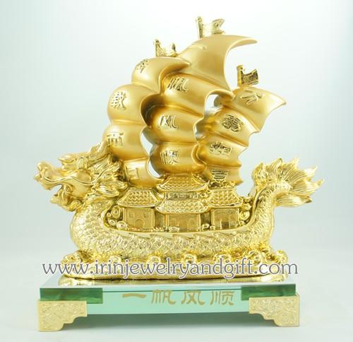 เรือสำเภามังกรบนฐานแก้ว สูง8นิ้ว Y390 เรซิ่นชุบทอง