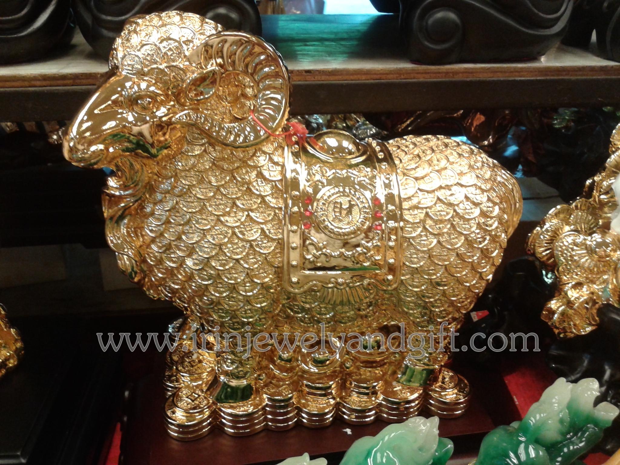 แพะทองเหรียญจีนฐานไม้ y