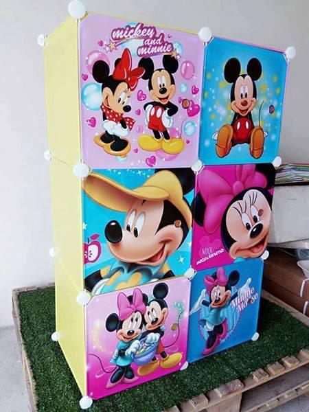 ตู้ DIY ลายการ์ตูน Micky Mouseข้างตู้มี ข้างตู้มีสีชมพู//ฟ้า//แดง/ขาวใสลายเส้นขนาดช่องละ 37x37 ซม. รับน้ำหนักได้ช่องละประมาณ 10-15 กิโลกรัม (ขนาด 12 และ 16 แถมชั้นวางรองเท้า)