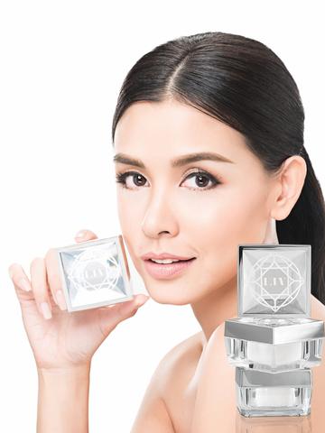 Liv White Diamond Cream ลิฟ ไวท์ ไดมอนด์ ครีม 30 ml
