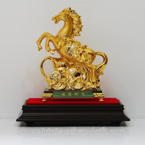 ม้าทอง6นิ้วฐานแก้วน้ำเต้า sl015 พร้อมตู้กระจก