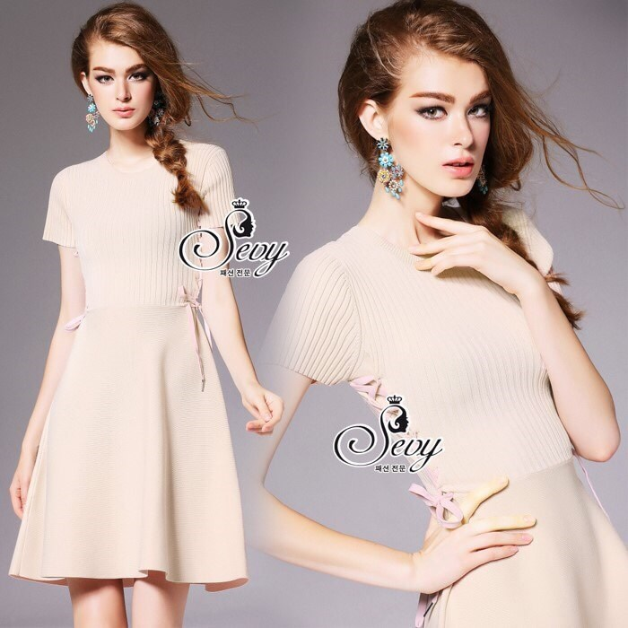 Mini Dress ลุคเรียบหรูมีความ Sexy นิสๆด้วยดีเทลช่วงเอวมีเชือกสานต่อ