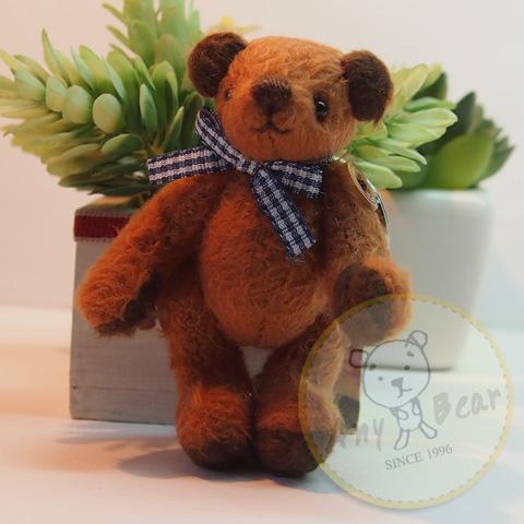 ตุ๊กตาหมีผ้าขนสีน้ำตาลแดง ขนาด 8 cm. - Getty