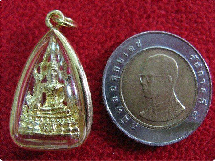 จี้พระพุทธชินราชเนื้อทองเหลืองเลี่ยมทองไมครอนพร้อมใบคาถาค่ะ