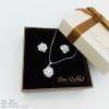 เซ็ทสร้อยคอ+ต่างหูดอกไม้ฝังเพชร งานโรเดียมชุบทองคำขาว พร้อมกล่องสวยหรู