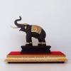 ช้างมงคลชูงวงสูง 8.5นิ้ว ลึก3นิ้ว กว้าง 9นิ้ว พร้อมตู้กระจก