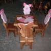ลาย Piglet พิกเลต รุ่นมีพนักพิง โต๊ะ ขนาด 18*20 นิ้ว จำนวน 1 ตัว เก้าอี้ ขนาด 10*10 นิ้ว จำนวน 4 ตัว ผลิตจากไม้จามจุรีแท้ ไม่ใช่ไม้อัด รับน้ำหนักได้ถึง 70 กก.