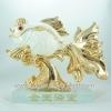 ปลาทองสีขาวทองบนฐาน