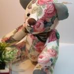 ตุ๊กตาหมีผ้าฝ้ายลายกุหลาบขนาด 22 cm. - Kate