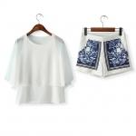 [Preorder] เซ็ทเสื้อแขนยาวสีขาว + กางเกงขาสั้นสีขาวสกรีนลายเก๋ๆ (ไซส์ M L) 2014 summer new Europe station retro bat sleeve blouse blue and white leisure suit + Printed Shorts