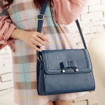 [Preorder] กระเป่าสะพายข้างสไตล์ Retro ประดับโบว์เก๋ๆ สีน้ำเงิน Korean version of the new wave of female temperament bow crusty Shoulder Messenger bag woman bag Post
