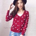 PLAY-doll เสื้อคลุมcardigan PLAY ลายจุด สีแดงเลือดหมู อก34-35นิ้วยาว23นิ้ว ผ้านิ่มใส่สบาย กันแดด กันลมสบายจ้า (เสื้อคลุมพร้อมส่ง)