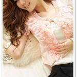 เสื้อคลุมตัวสั้นสีชมพูแต่งดอกไม้ด้านหน้าพร้อมลูกปัดที่คอแขนเจ้าหญิง