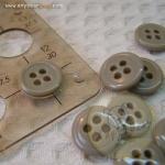 กระดุมขนาดเส้นผ่านศูนย์กลาง 12 mm. - grey brown