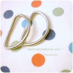 HB2: หูกระเป๋าโลหะสีเงินขนาด 2 X3.5 cm (1 แพค = 2 ชิ้น)