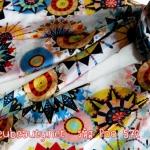 ผ้าพันคอ เนื้อผ้าไหมชีฟอง : ลายกราฟฟิคสีขาว