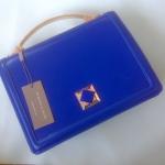 SALE SALE SALE พร้อมส่งสีน้ำเงินค่ะ Charles&Keith Boxy Turn-lock handbag เรียบหรูจ้า