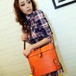 Maomaobag กระเป๋าสะพายสีส้มทรงสวยก้นทรงรี ด้านหน้าเป็นลายหนังจรเข้
