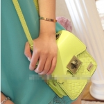 [Preorder] กระเป๋าสะพายข้างแฟชั่นใบเล็กแบรนด์ MNG สีเขียว Summer new Japanese and Korean fashion personality wild braided triple combination packet shoulder bag Messenger bag