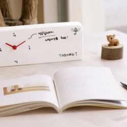Memo Clock นาฬิกาจดบันทึก มีปากกาสำหรับเขียนบนตัวนาฬิกา