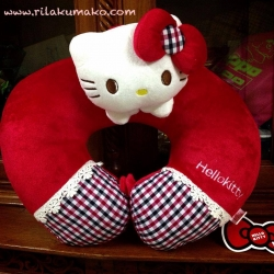 หมอนรองคอ ทรงตัวยู ลาย Hello Kitty คิตตี้