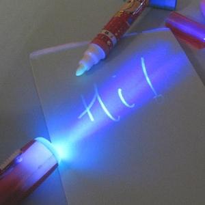 ปากกาล่องหน หมึกล่องหน ใช้ไฟที่ปลายด้ามส่องถึงจะเห็นข้อความ (12ด้าม เหลือด้ามละ 20บาท)
