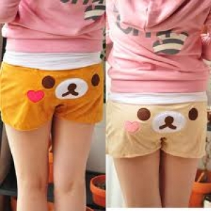 กางเกงขาสั้น มี3ลาย: ลาย Rilakkuma (ริลัคคุมะ หมีน้ำตาล), Korilakkuma (โคริลัคคุมะ หมีสีครีม) และ Kiioritori (ลูกเจี๊ยบ)