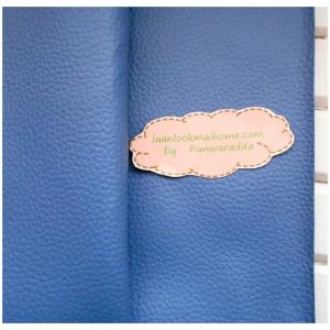 ผ้าหนังสีฟ้าอมเทาแบ่งขาย 1 หน่วย = ขนาด1/4 หลา : 45X 65 cm ที่นำไปใช้กันเยอะคือหุ้มเบาะนั่งค่ะ