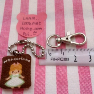 ตะขอก้ามปูขนาดช่องใส่สายกระเป๋า 0.9 cm ตัวตะขอยาว 3 cm กว้าง 1 cm