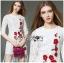 เดรสผ้าลูกไม้สีขาวปักลายดอกไม้สีแดงตกแต่งชายพู่ thumbnail 2