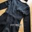 จั้มสูทขาสั้นผ้าคอตตอนซิลค์สีดำติดกระดุมสไตล์โมเดิร์น thumbnail 6