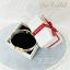 กล่องของขวัญแบบฝาครอบ สีครีมคาดริบบิ้นแดง ทรงสี่เหลี่ยมจตุรัส thumbnail 2