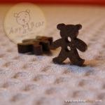 กระดุมไม้รูปหมีสูง 13 mm.