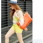 กระเป๋าสะพายใบใหญ่สีส้ม มีสายสั้นและยาว ดีไซต์เก๋