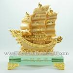 เรือสำเภา2มังกรบนฐานแก้ว สูง6นิ้ว เรซิ่นชุบทอง