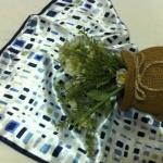 ผ้าพันคอ ผ้าคาดผมเนื้อไหมญี่ปุ่น : ลายสี่เหลี่ยมสีน้ำเงินฟ้า