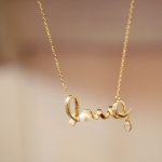 สร้อยคอแฟชั่น Gently around a heart of love Unique love Necklace