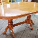 โต๊ะอาหารไม้สักทรงวงรี