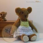ตุ๊กตาหมีผ้าขนสั้นสีน้ำตาลขนาด 12 cm. - flower01