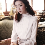 white shirt with chest drape sleeves stand collar lace edge