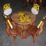 ส่งฟรี ลายยีราฟ รุ่นมีพนักพิง โต๊ะ ขนาด 18*20 นิ้ว จำนวน 1 ตัว เก้าอี้ ขนาด 10*10 นิ้ว จำนวน 4 ตัว ผลิตจากไม้จามจุรี รับน้ำหนักได้ถึง 70 กก.