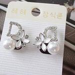 ต่างหูแฟชั่น Dior ดอกไม้ขาวติดมุก